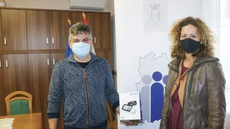 Egészségügyi eszközöket adott a megyei önkormányzat