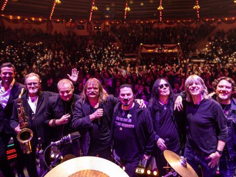 Világméretű koncerttel jelentkezik Leslie Mandoki és csapata